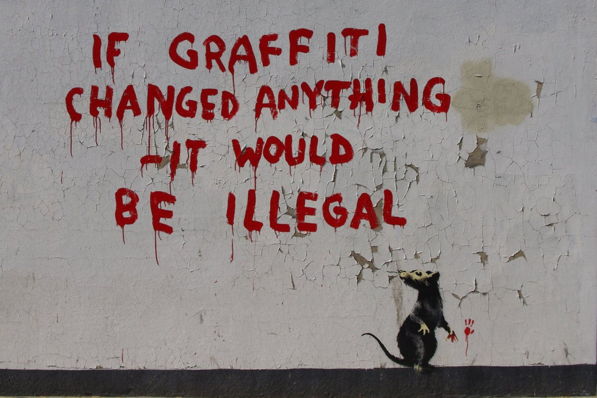 Banksy's rat daubs graffiti in Fitzrovia