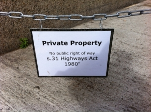 No right of way sign.