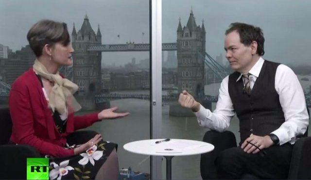 Barb Jacobson talking with Max Keiser.
